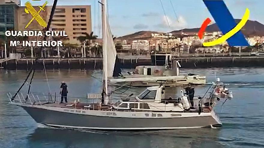 El 'Petrel I' aborda un velero con 1.200 kilos de cocaína y dos tripulantes