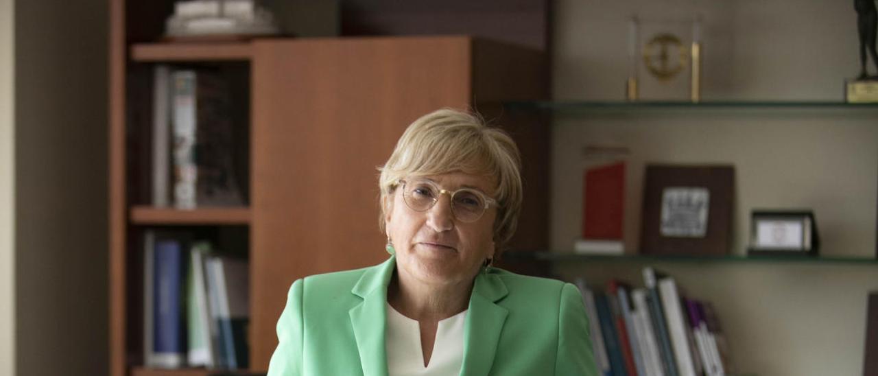 Ana Barceló (Sax, 1959) posa en su despacho, esta semana.