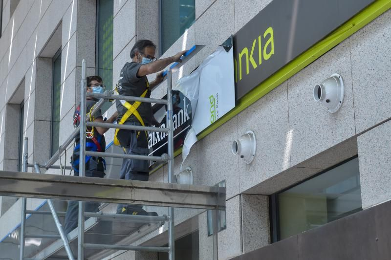 Cambio del logotipo de Bankia por CaixaBank