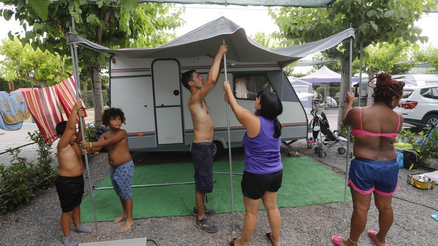 """Los """"campings"""" resisten al último avance del virus"""