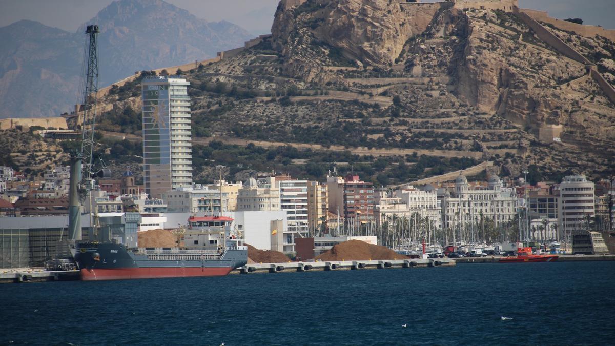 Vista general del puerto de Alicante