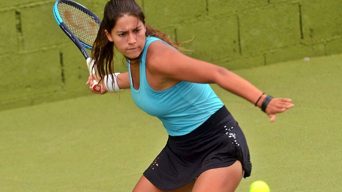 La tenista vilagarciana se impuso a la cabeza de serie número 2 del torneo egipcio. |  // N. PARGA