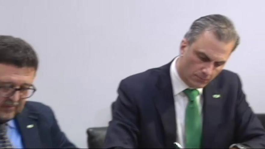 PP y Vox firman un acuerdo para formar gobierno en Andalucía