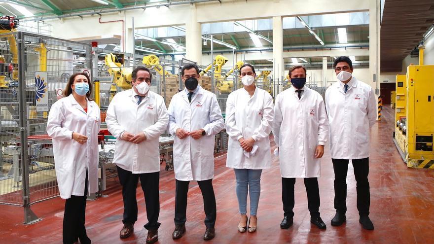 Juanma Moreno pone a Pastas Gallo como ejemplo de confianza por la inversión en Andalucía