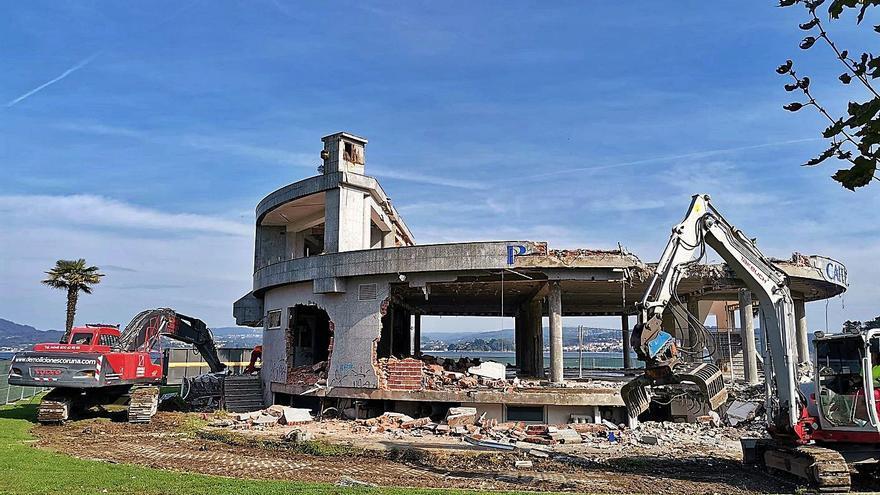 Demolición del Náutico: ya se ve el mar entre los restos