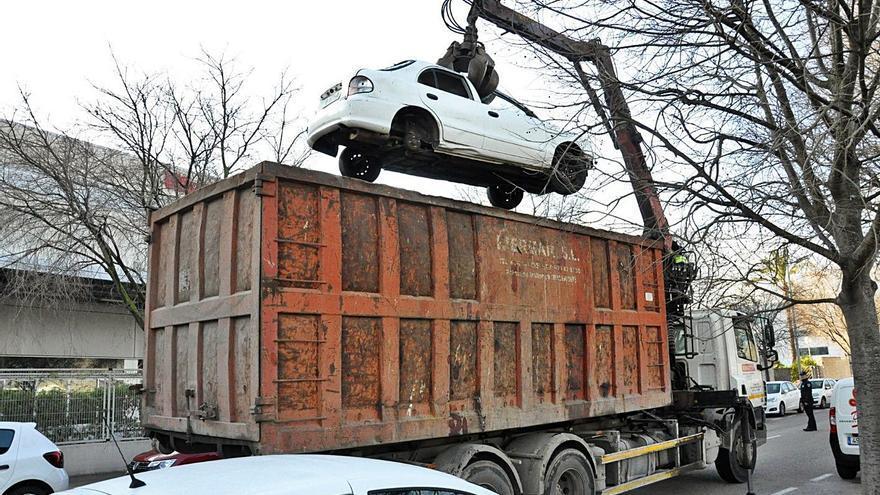 Cort ha retirado más de 2.000 coches de las calles y de Son Toells en esta legislatura