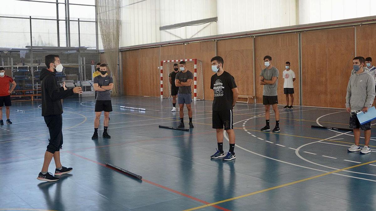 Estudiantes de Ciencias del Deporte durante una clase este curso. |   // RAFA VÁZQUEZ