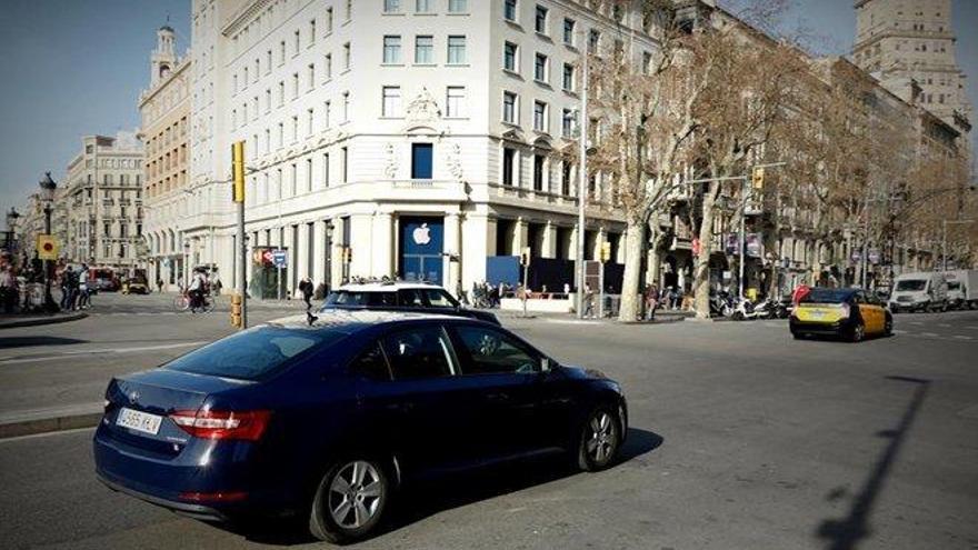 Una asociacion de taxistas denuncia ante el fiscal a Uber por defraudar a Hacienda
