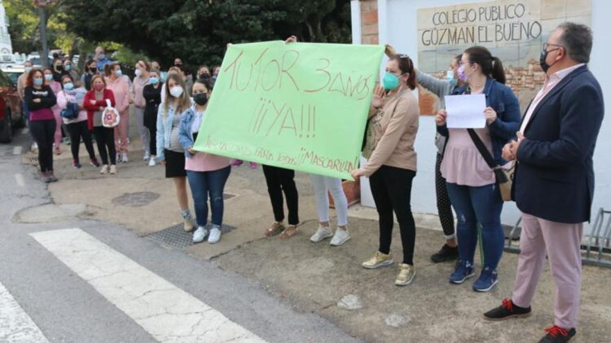 Protestas en Gaucín por un profesor de niños de 3 años que se niega a usar mascarilla