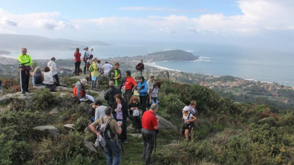 Vistas de la Ría de Vigo durante una de las rutas de senderimso guiadas y gratis. // Montes de Vigo / Camiño a Camiño
