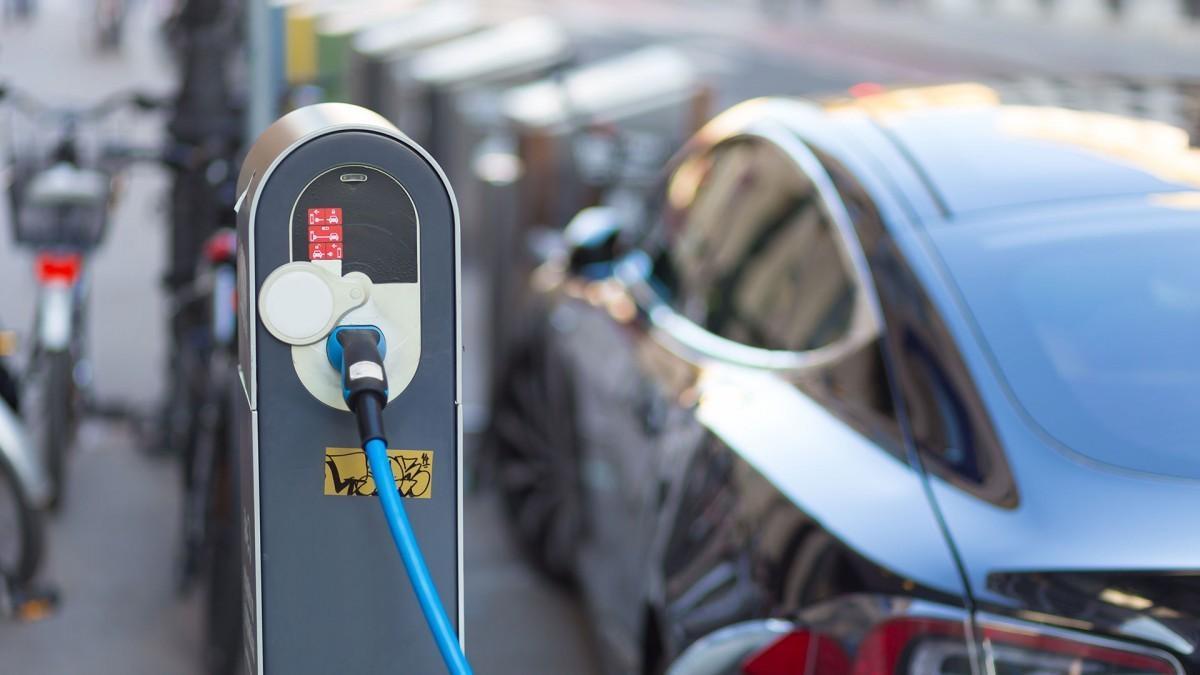 Anfac demanda soluciones para la recarga eléctrica