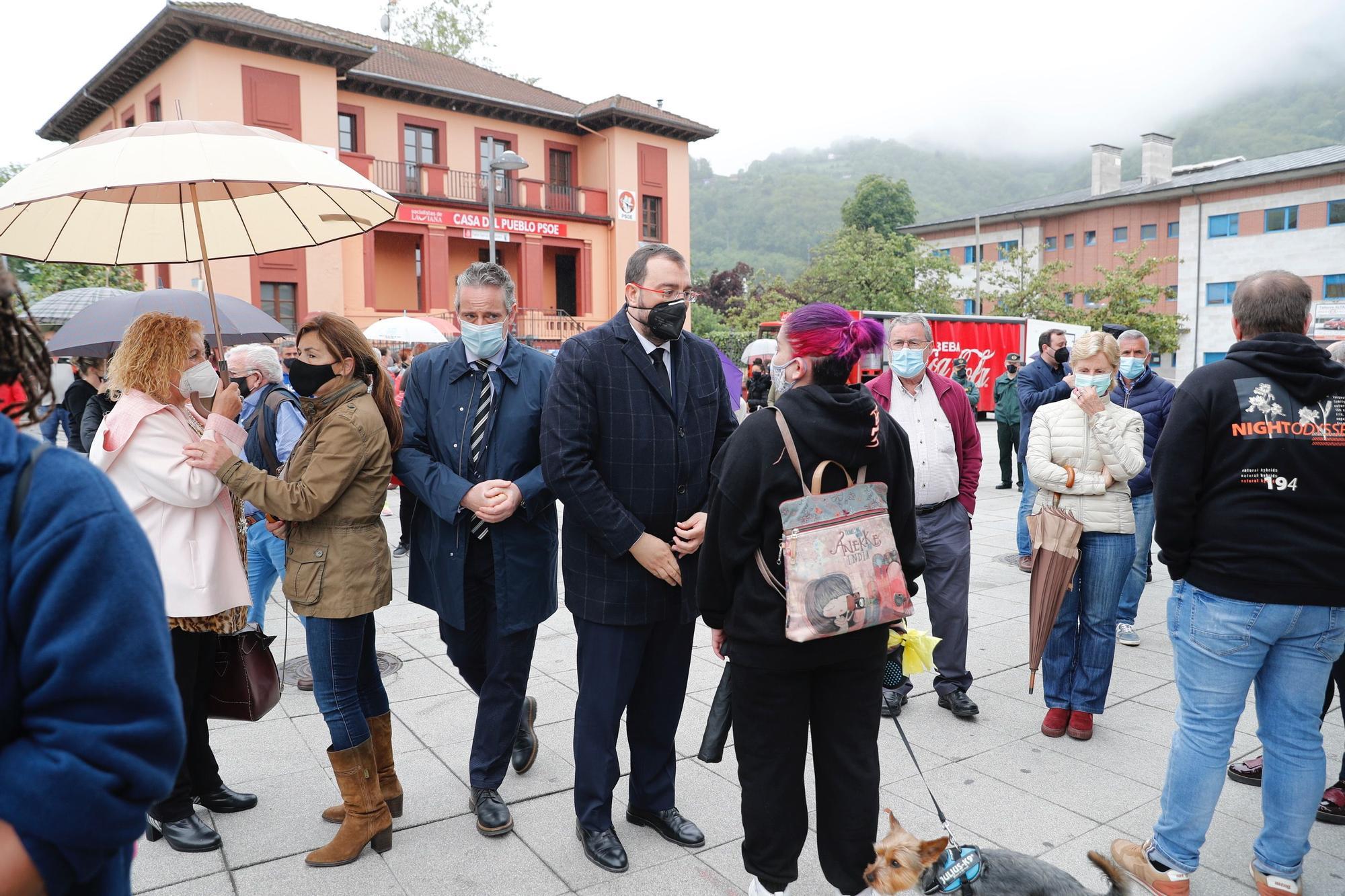 Concentración en Laviana por el asesinato machista de Teresa Aladro