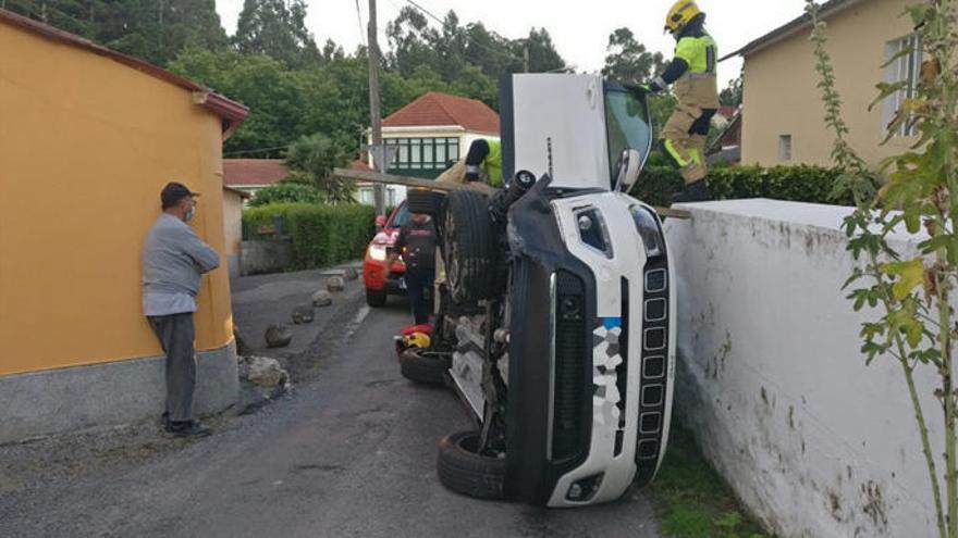 Da positivo tras chocar su coche contra el cierre de una casa en Soñeiro