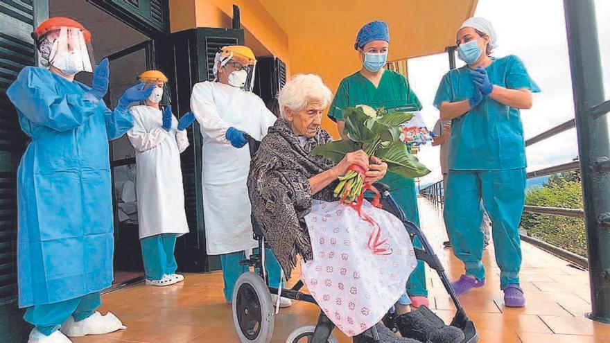 Lucía dice adiós al coronavirus con 106 años