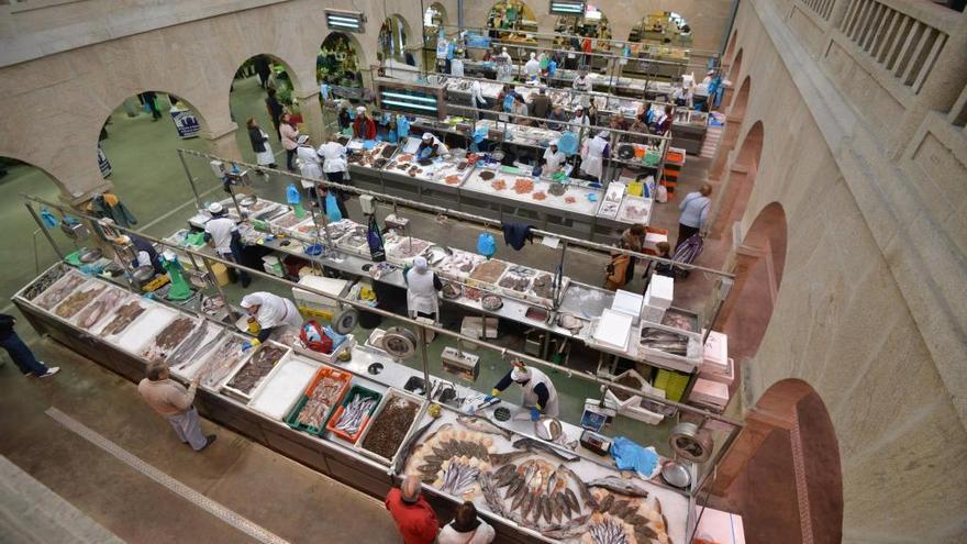 Concello y vendedores pactan el pago de las deudas pendientes en el Mercado