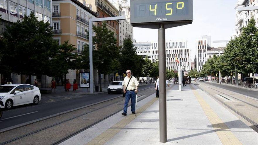 Los voluntarios de Protección Civil se despliegan en Zaragoza por la ola de calor