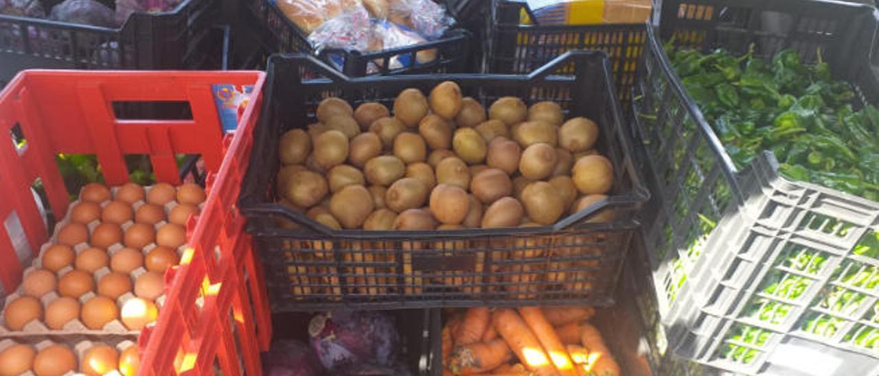 Parte de la donación de alimentos frescos que la asociación de San José recibió el pasado miércoles para repartir entre los vecinos más vulnerables.