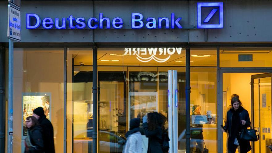 Deutsche Bank, con tres oficinas en la Región, estudia el cierre en España