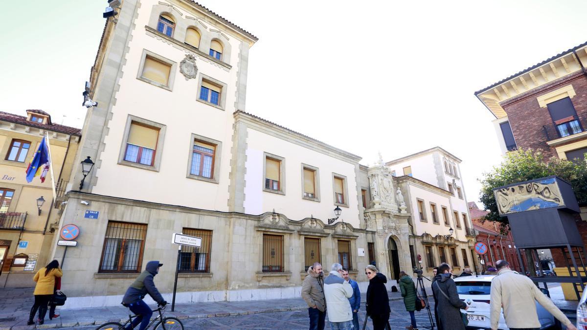 Fachada de la Audiencia provincial de León.