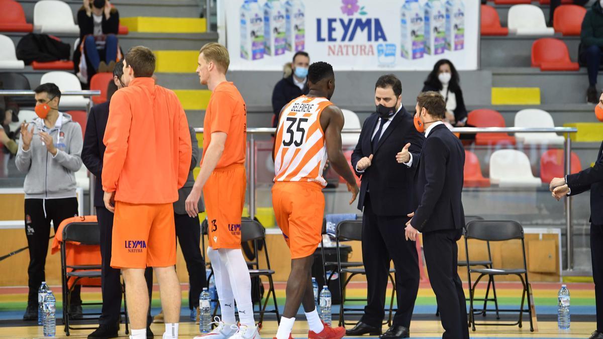 Jugadores del Leyma, en el reciente partido contra el Palma.