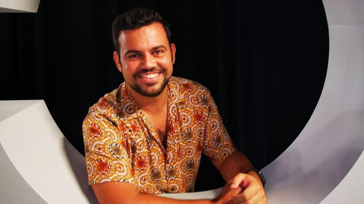 Carlos Santos, autor del escenario del Carnaval de Santa Cruz 2022 dedicado a la ciencia ficción