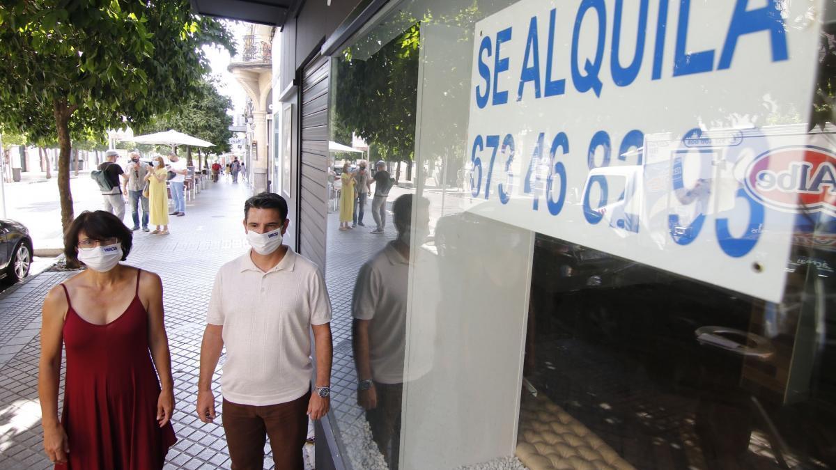 """IU alerta de que la calle Claudio Marcelo """"se alquila"""""""