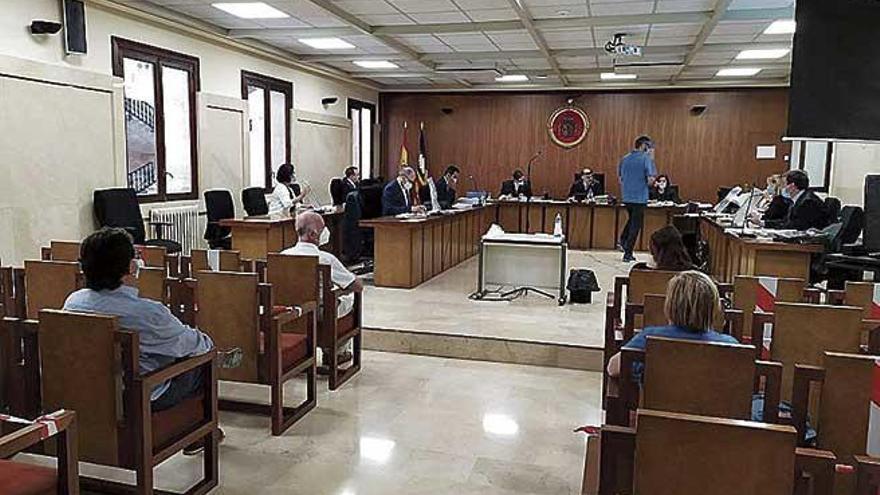 Juicio a cuatro acusados de estafar 75.000 euros a la hermana de uno de ellos