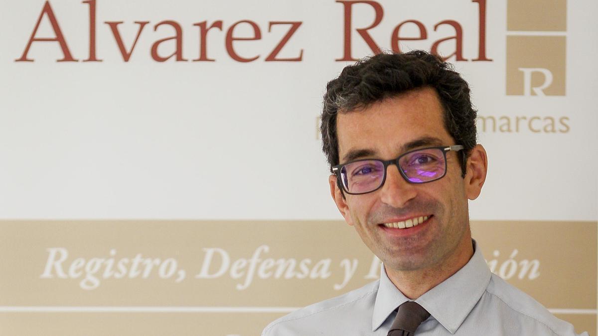 Alberto Álvarez Flores, al frente de Patentes y Marcas, socio de la firma y uno de los pocos agentes de propiedad industrial de Galicia.
