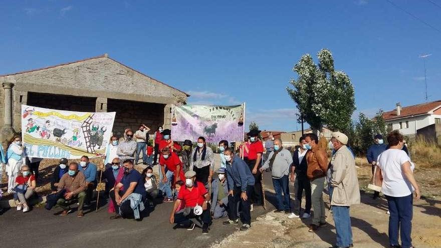 La Asociación Cultural de Fermoselle hace un paseíllo a favor de la tauromaquia