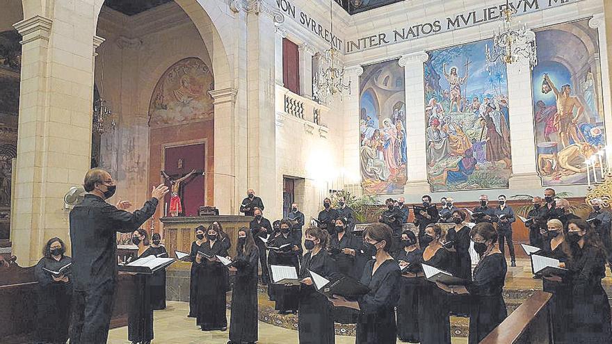 La Coral UIB canta en memoria de Carles Costa y Josep Roig