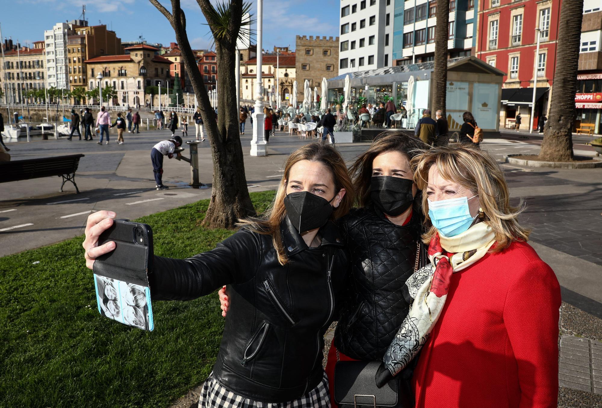 Jornada de sol en Gijón el Día de la Madre