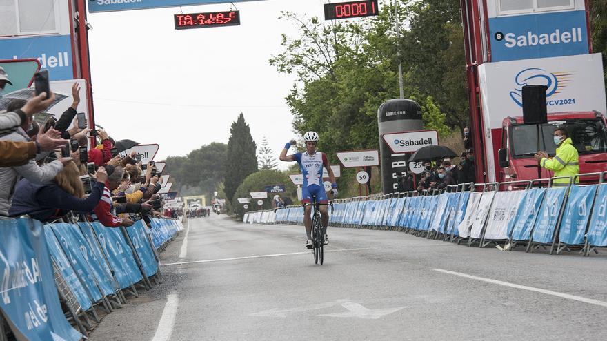 El australiano Miles Scotson gana la primera etapa de la Volta a la Comunitat Valenciana