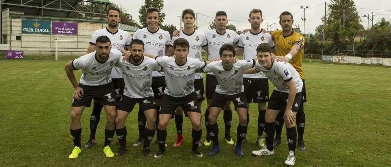 Una alineación del Caudal, el equipo que más veces ha sido campeón de Tercera.