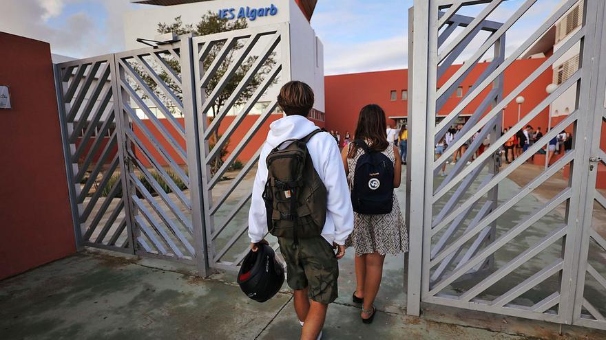 Críticas a Educación por prescindir de cinco educadores sociales en Ibiza