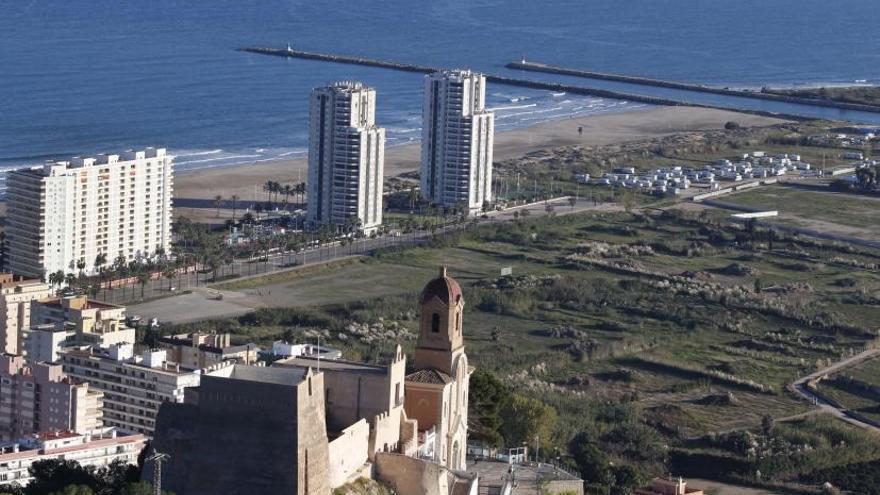 Los vecinos piden acortar la escollera del río para evitar la regresión de las playas de Cullera