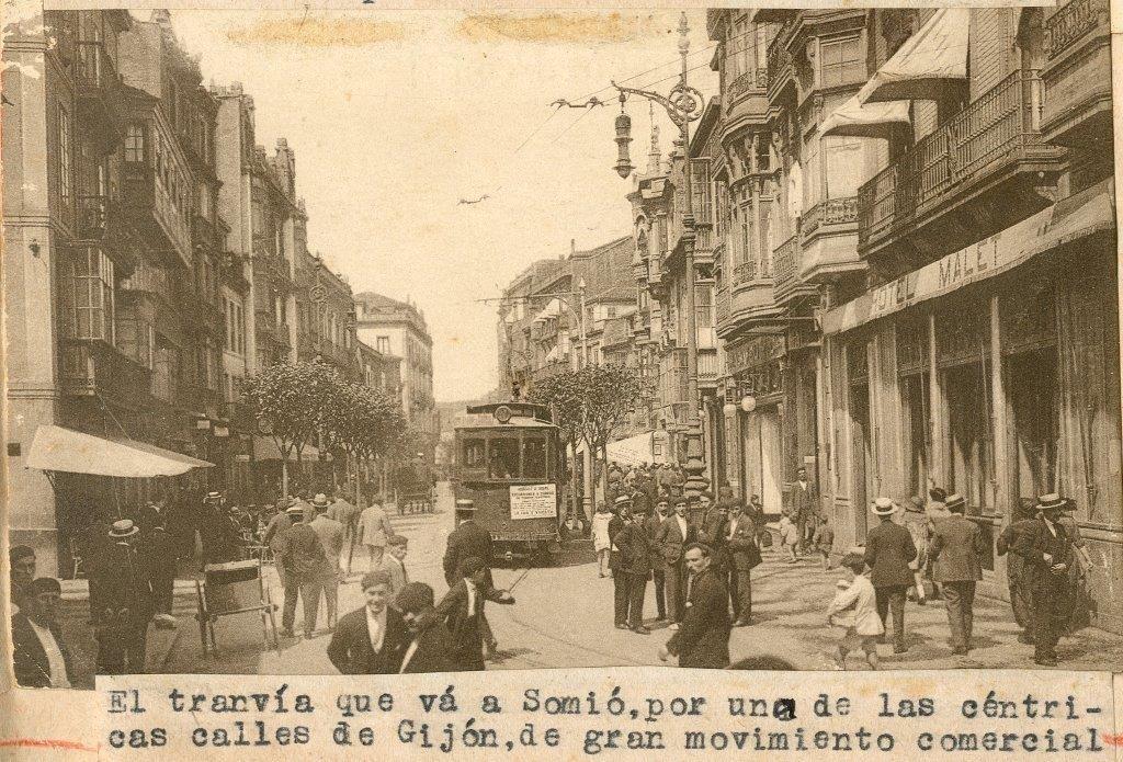 Calle Corrida, a la derecha, en la esquina con la calle Munuza el hotel Malet..jpg