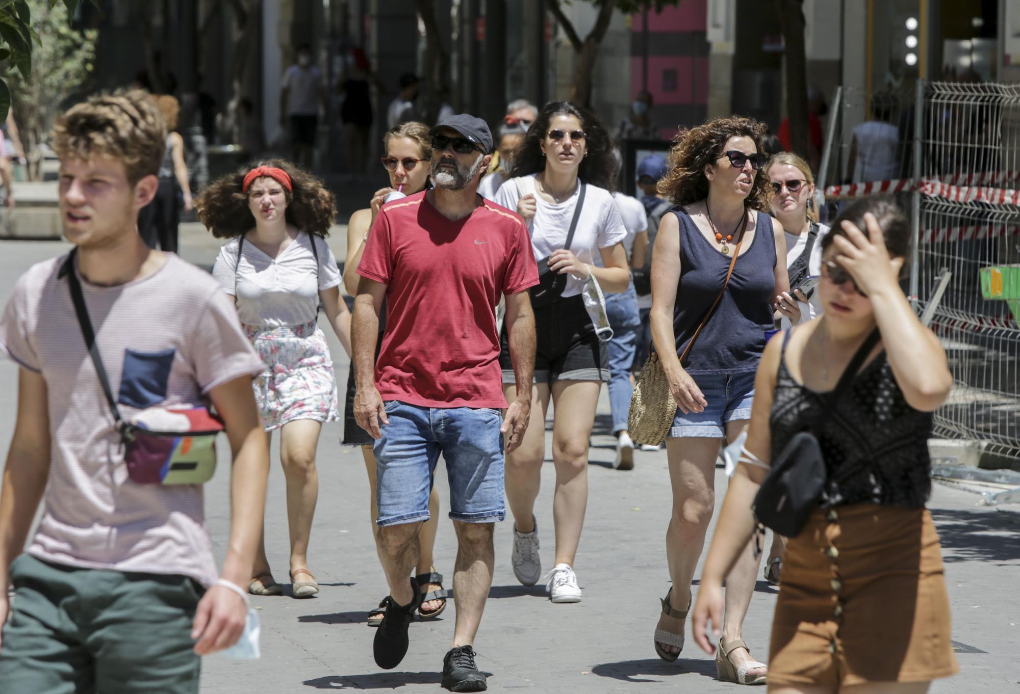 Valencia no se quita la mascarilla en plena calle