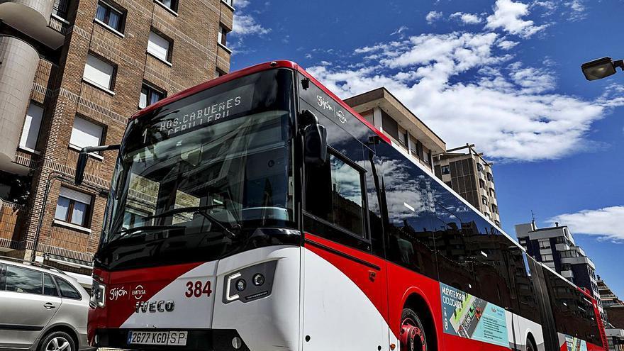 La caída de viajeros de 2020 le costó a Emtusa una pérdida de ingresos por ventas de 5,6 millones