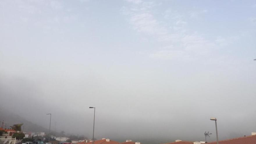La niebla engulle Mogán