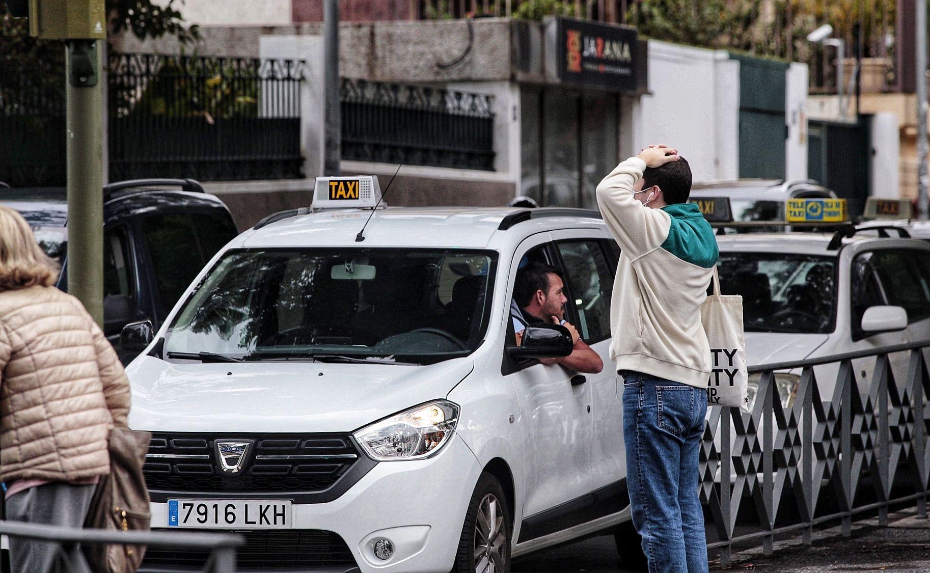 Caravana de taxis en Santa Cruz de Tenerife