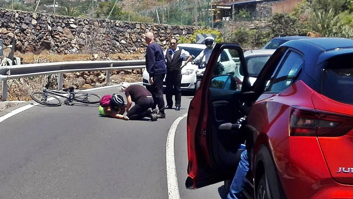 Caída de una ciclista en Ingenio |