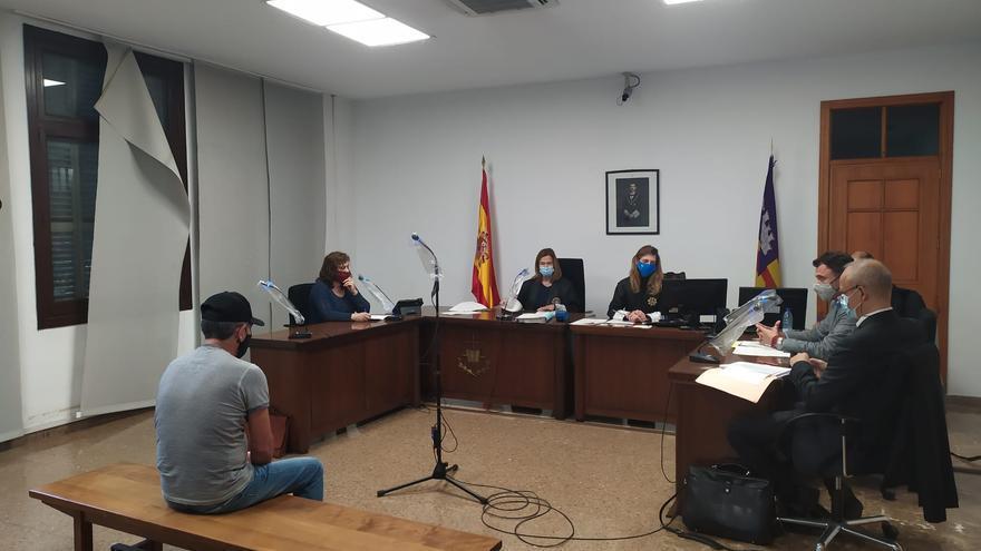 Condenado a dos años de cárcel por  violar varias veces a dos yeguas en Alcúdia