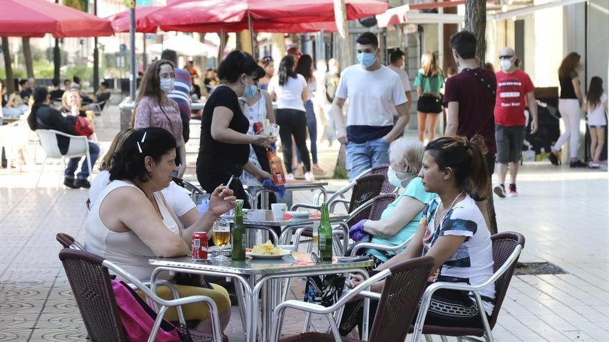 Luz verde a la nueva norma que regula la ampliación de las terrazas en Castelló
