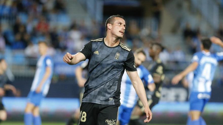 El Oviedo se aleja del playoff
