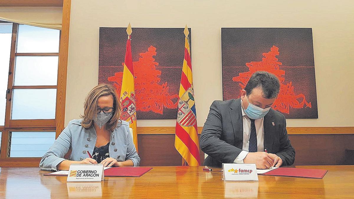 Mayte Pérez en una firma de hoy con la Federación de Municipios