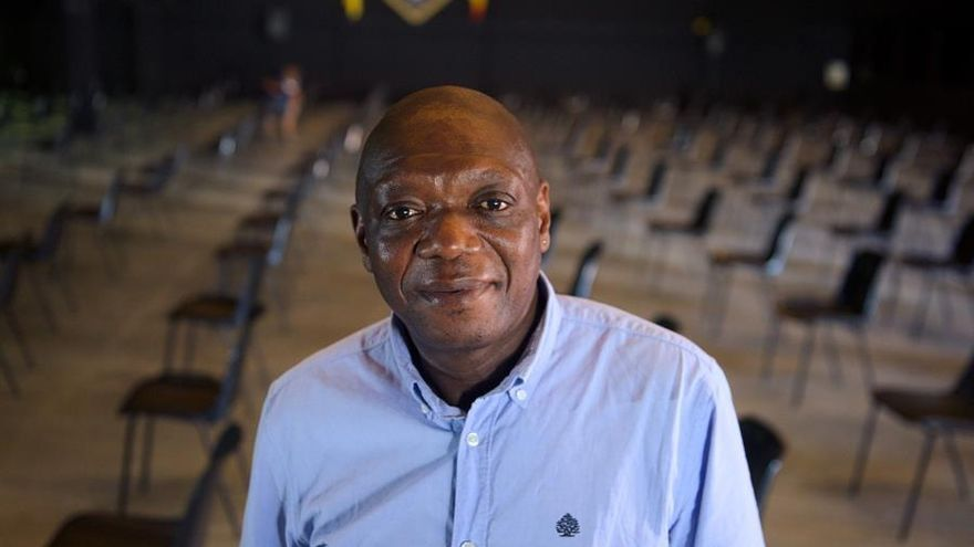 Tío Sam, el camerunés que comparte cuarentenas con quienes bajan de la patera