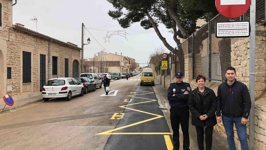 Santanyí corta el tráfico de la calle Gómez Ulla por las entradas escolares