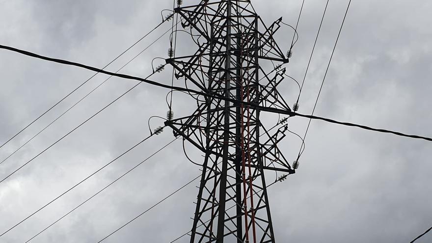 El precio de la luz caerá un 4% este sábado, hasta los 92,02 euros/MWh