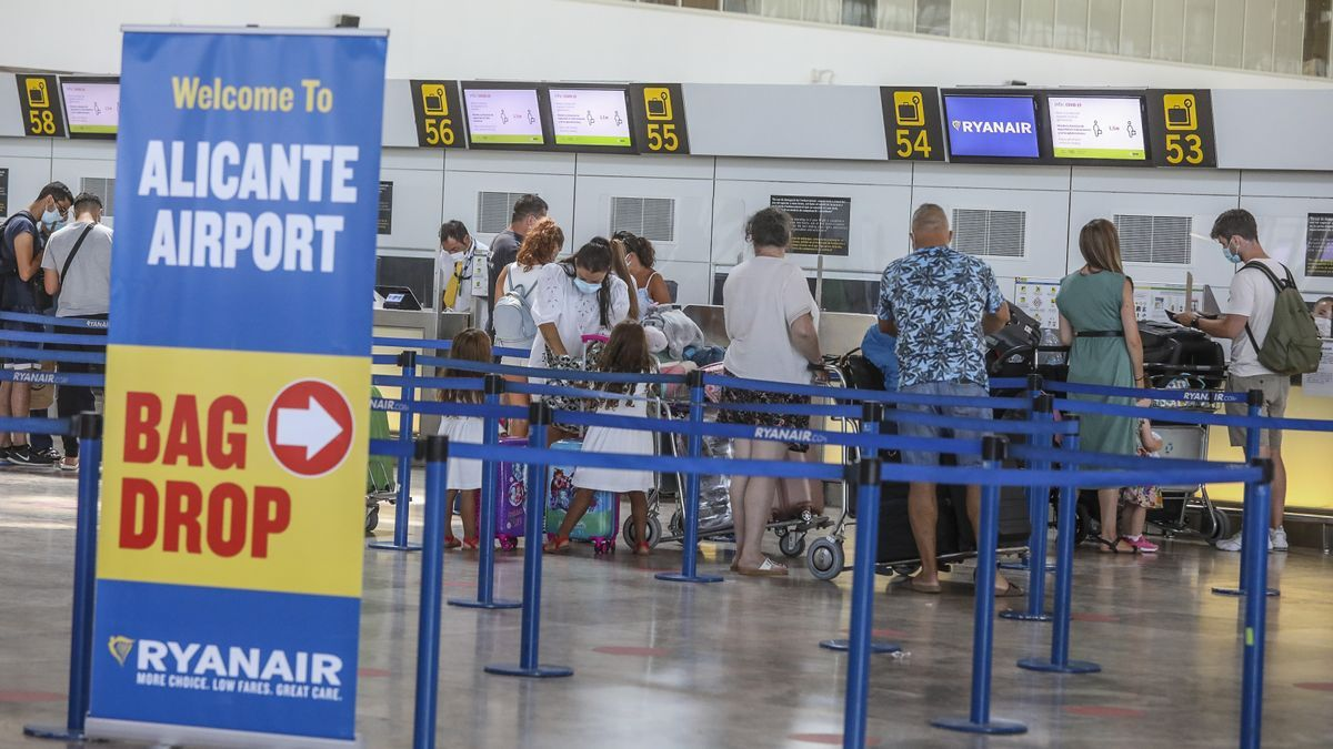 British tourists checking in this week at Alicante-Elche airport
