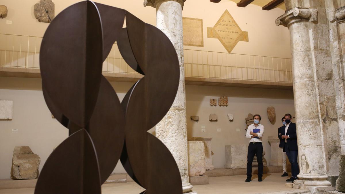 Una de las esculturas de Andreu Alfaro.
